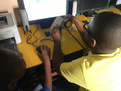 Kids in Year Six Programming their 2WD to Move